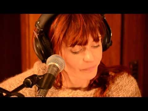 Axelle Red - Sensualité (live op FM Brussel) - YouTube