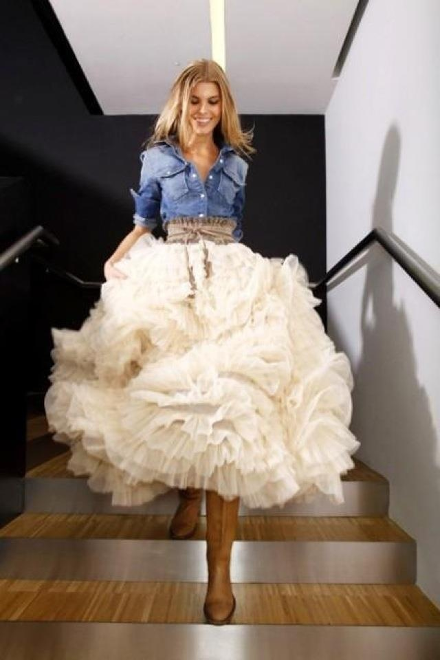 Amazing combination of feather skirt & denim shirt ♡