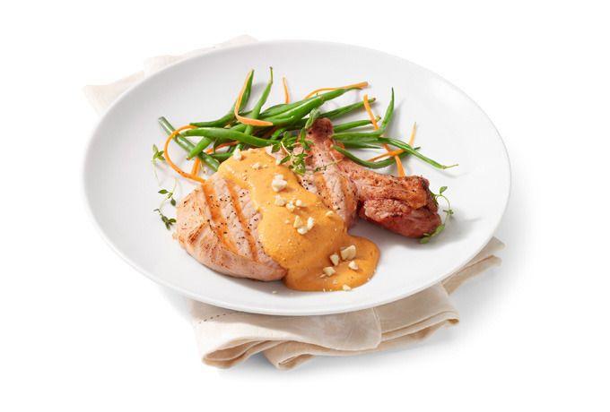 ¿Qué te parece si preparas unas deliciosas chuletas de cerdo en salsa de cacahuate para la hora de comer? ¡Te tenemos la receta para que sorprendas a todos!
