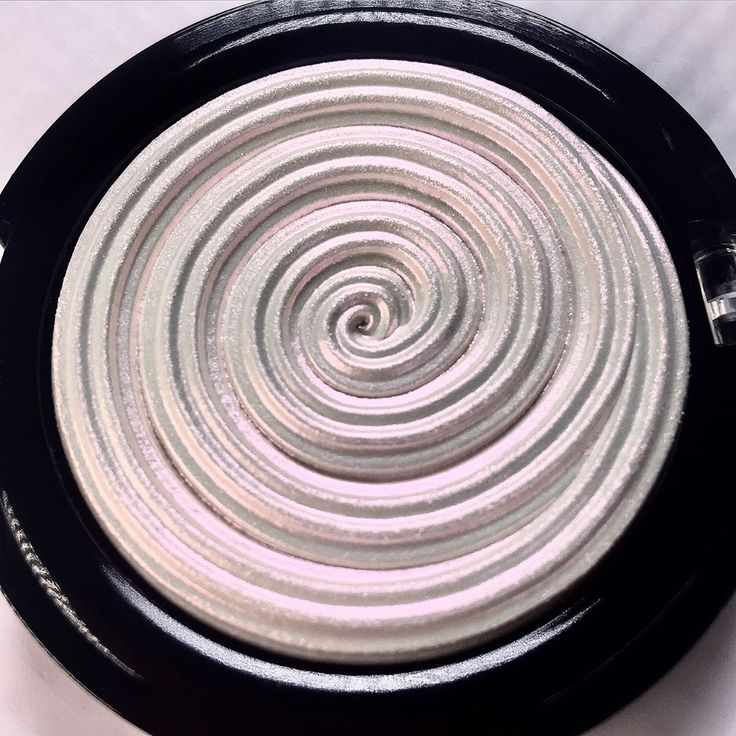 Laura Geller Diamond Dust Holographic Highlighter