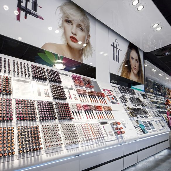 best 25 makeup display ideas on pinterest vanity table organization makeup tables and copper. Black Bedroom Furniture Sets. Home Design Ideas