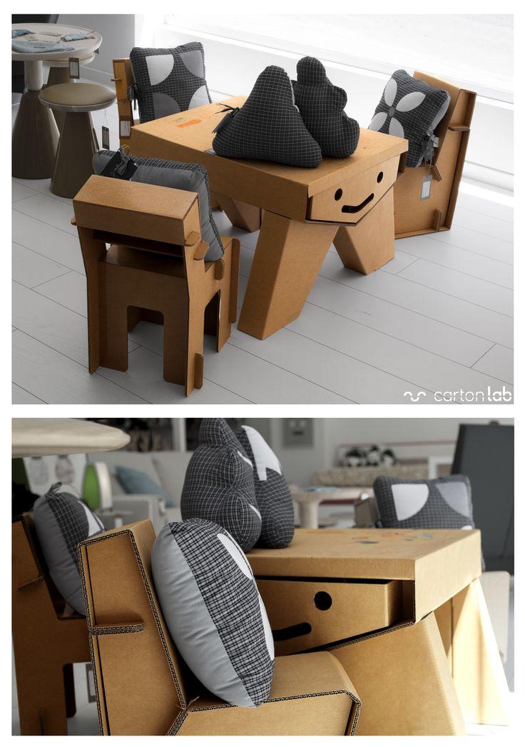 Mesa sonrisa de carton y sillas de carton fabricadas por for Really cool furniture