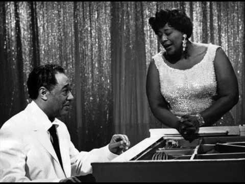 """""""Mack the Knife"""" - Ella Fitzgerald & Duke Ellington. """"Die Moritat von Mackie Messer"""" (""""La copla de Mackie el Navaja"""") es una canción compuesta en 1928. La letra es de Bertolt Brecht, y la música, de Kurt Weill. El año siguiente, 1929, la incorporaron a «La ópera de los tres centavos» (""""Die Dreigroschenoper""""), obra de teatro de Brecht con música de Weill.  #Jazz"""