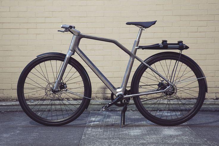 """Industry, in collaborazione con Ti Cycles, ha progettato Solid: una bicicletta in titanio realizzata con la stampa 3D e legata a a un'app, che si propone di diventare uno """"stile di vita""""."""
