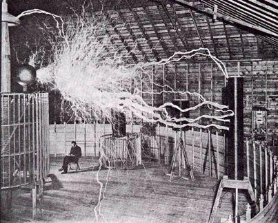 Nikola Tesla - Ingeniero eléctrico. Le daba tres vueltas a Edison y Bell juntos.