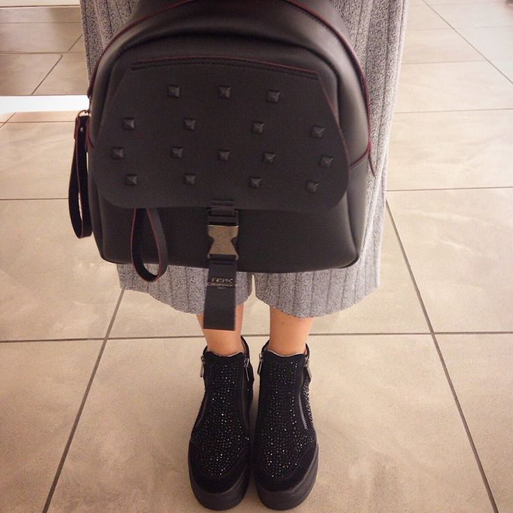 FRNC bag Vs ARIS TSOUBOS designer