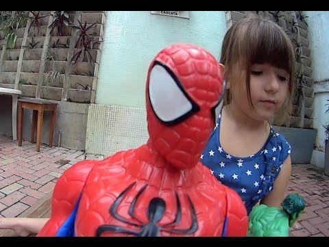 Criança Brincando Barbie Noiva Ken Homem Aranha Hulk Coringa Joker Brinq...