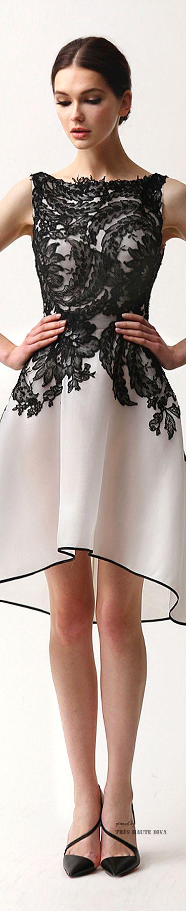 Inspiração para transformar um vestido básico, cobrindo-o parcialmente com renda.