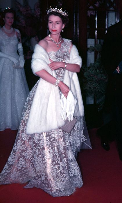 Pairing a stole with an elegant evening gown was the Queen's go-to theatre ensemble in the 1950s. <br><p>Photo: © Getty Images</p>