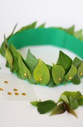 Activities: Homemade Olympic Wreath- Great idea probably put use construction paper instead of real leaves