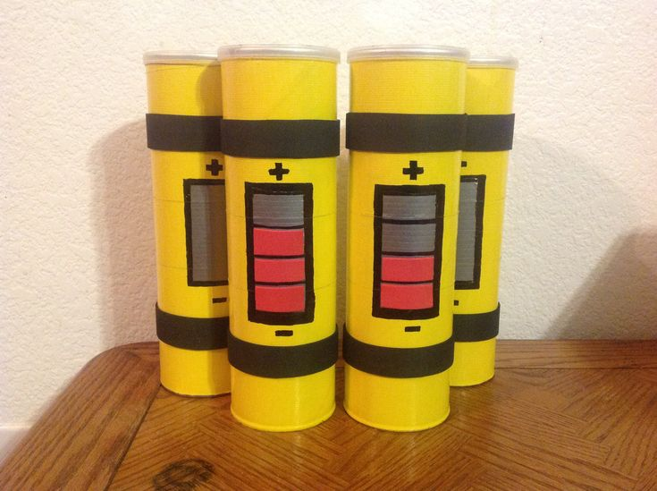 Scream Canisters made from Pringles cans!  Supper cute!  These were made for a Monsters INC party.