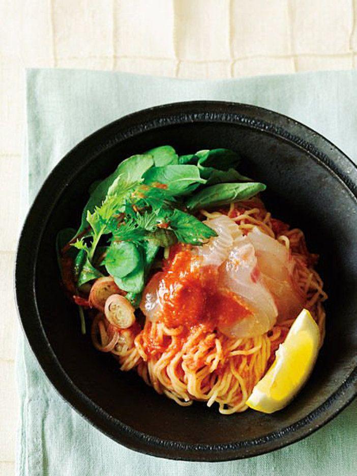 マイルドなピビン麺は、すりおろしたトマトがポイント|『ELLE a table』はおしゃれで簡単なレシピが満載!