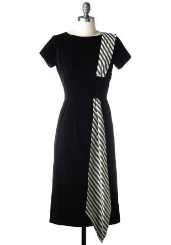 *gasp!* I will make a dress like this one. I think I would make it black, but have a black/grey sash (rather than black white) instead. Awesome!