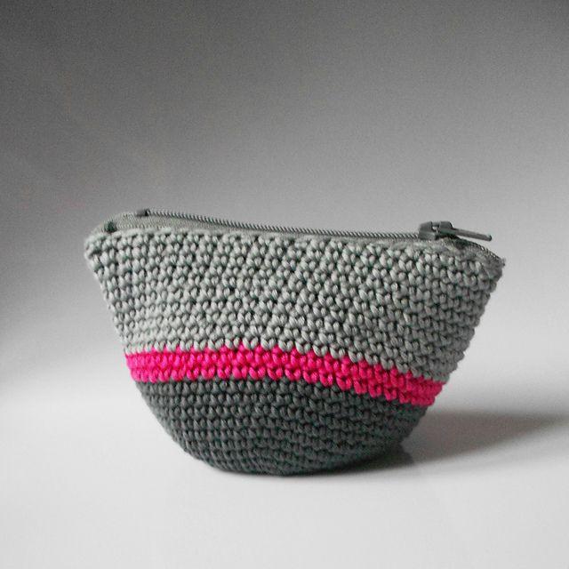 Tiny crochet pouch - free Ravelry pattern