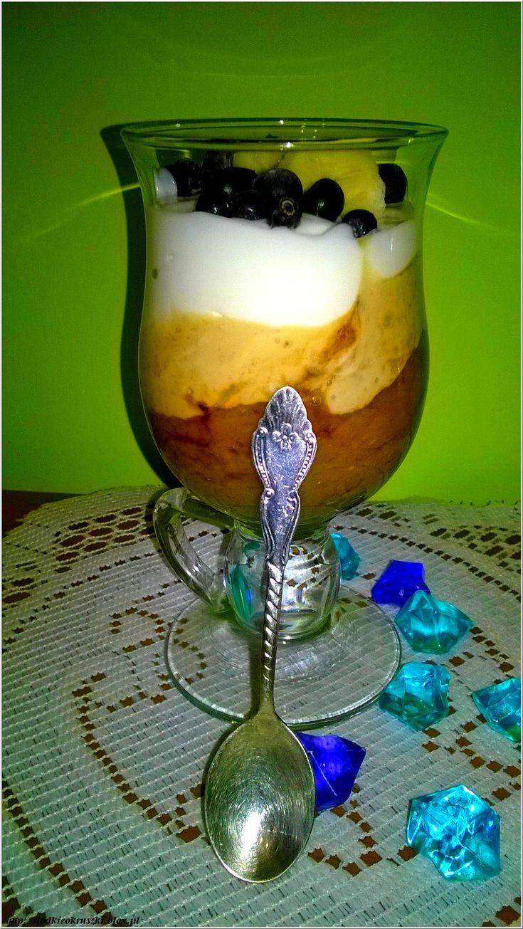 Trójwarstwowy deser kawowo-bananowy