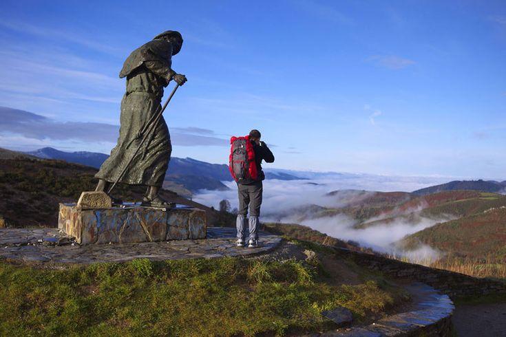 Sette chilometri in salita per arrivare all'Alto San Roque del monte O Cebreiro, a 1300 metri (foto: Alamy/Milestonemedia)