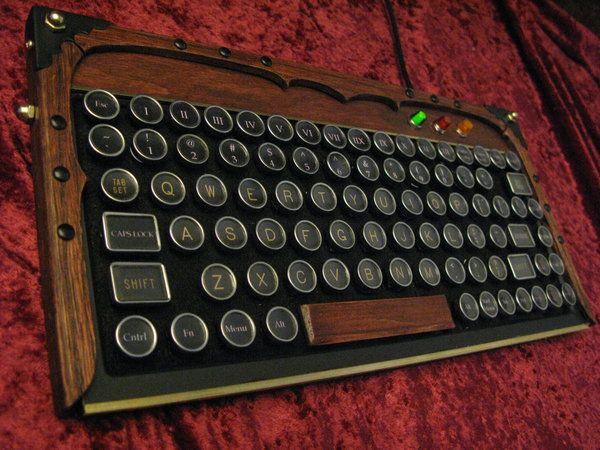 Sorpendente teclado y monitor estilo Steampunk Neo-Victoriano con madera o metal - HardLimit