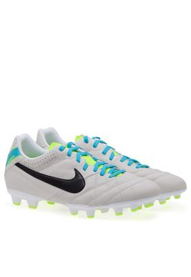 Gain more precision and ball control on the pitch with the Nike Tiempo cleats. A synthetic leather upper and conical studs on sole offer enhanced traction for a great on-field performance in your next game. Get them now!- http://en-ae.namshi.com/buy-nike-tiempo-iv-ltr-fgf-for-men-football-shoes-54350.html