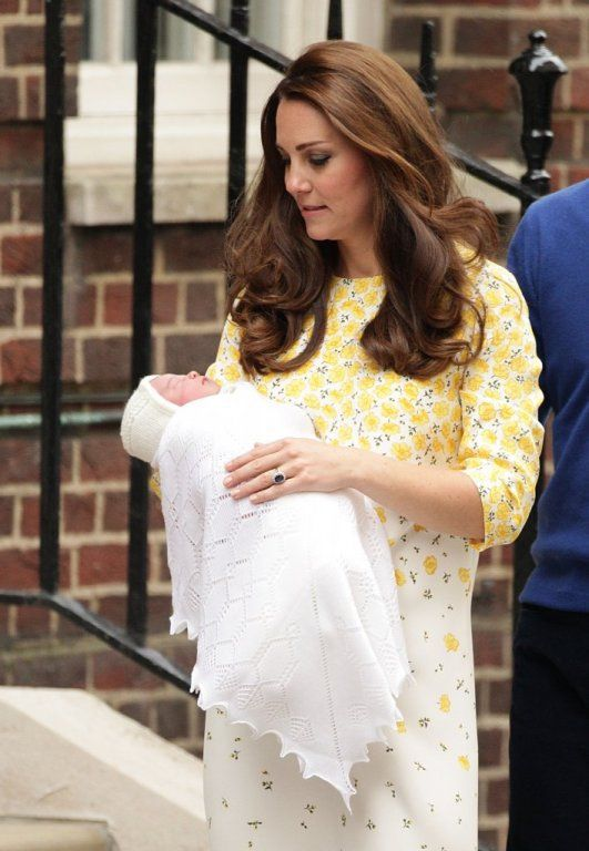 Cheap [Vendita] 2015 new kate middleton giallo stampa floreale principessa vestito da partito elegante di maternità veste il trasporto libero, Compro Qualità Abiti direttamente da fornitori della Cina:  2015 Princess Kate Middleton Same Style Brand Handwork Stick Fower Long Sleeve Dress Summer Fashion Women Kate Floral D