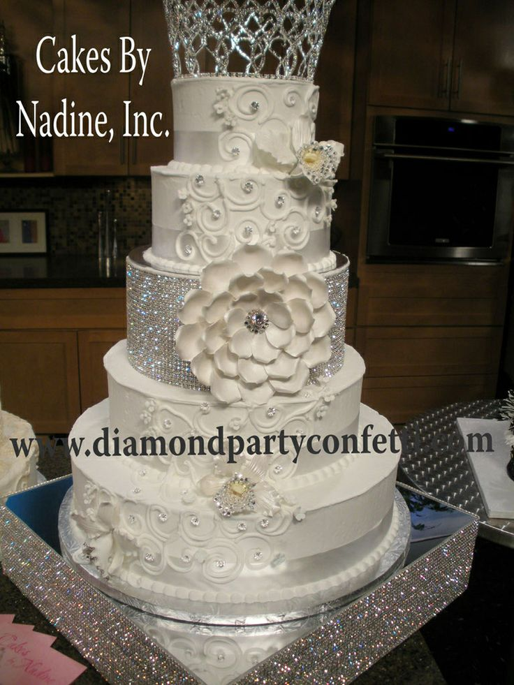Pinned For The Beautiful Rhinestone Mirrored Cake Base Find This Pin And More On Wedding Stands