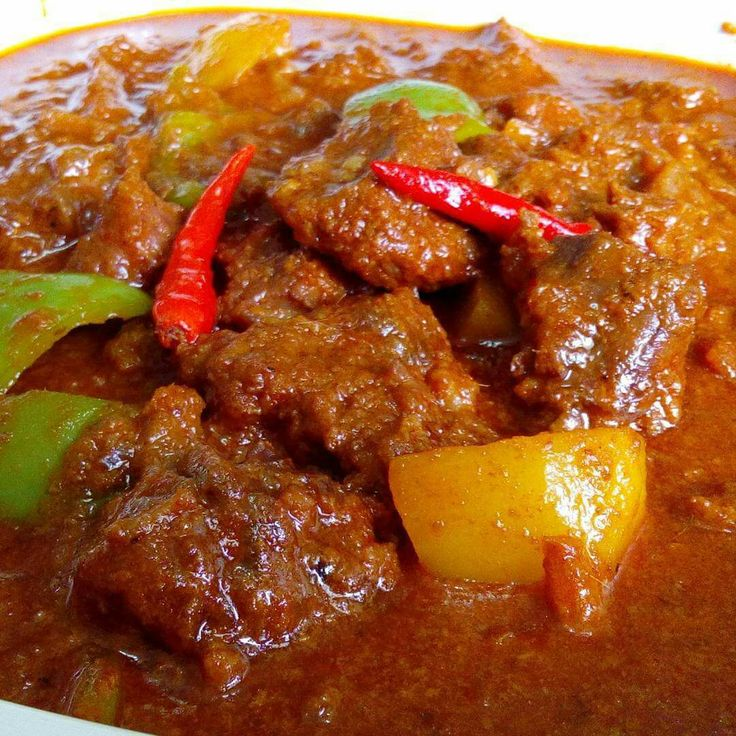 Ingredients 1 kilogram stew beef, cubed 1 potato, cut into 6 piece cubes 1 green bell pepper, sliced 4 bird's eye chilies (optional) 2 tablespoons thinly sliced ginger 2 tablespoons minced garlic 1 large onion, chopped 3 tablespoons red curry paste 1 cup coconut cream 1 cup coconut milk 2 cups water 1 tablespoon fish sauce 1 beef broth cube 2 tablespoons peanut oil Procedure * Heat oil in a large pot over medium heat. Saute ginger, garlic and onions until onions turn translucent. Add the…