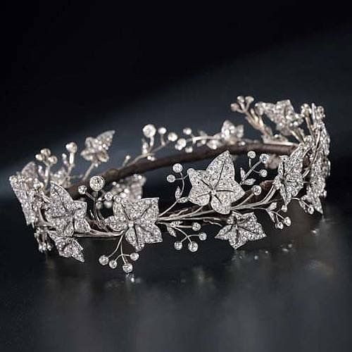 http://rubies.work/0919-sapphire-pendant/ Diamond Tiara                                                                                                                                                     More