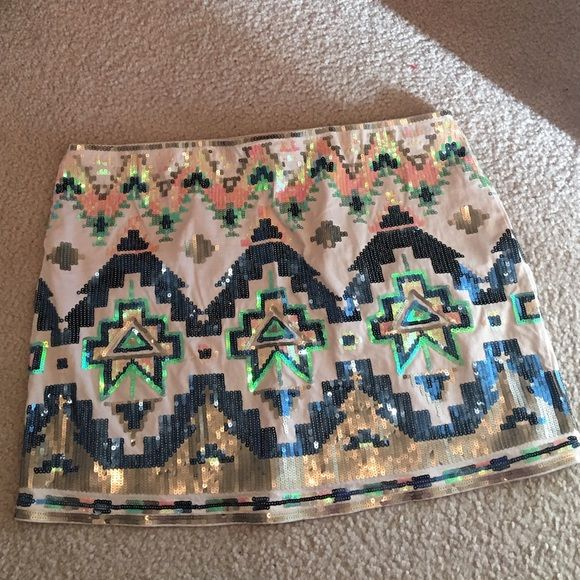 EXPRESS Aztec sequins skirt L Perfect condition. Worn one time. Like new. Express Skirts Mini