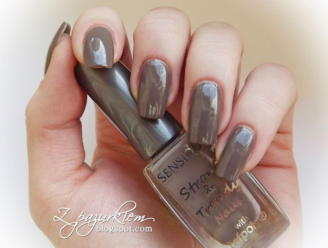 http://zpazurkiem.blogspot.com/2013/12/sensique-strong-trendy-nails-nr-160.html