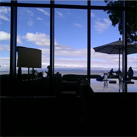 Blue skies in #SanFrancisco. Photo captured by our guest, Carlos. #SFO #SFAirportMarriott