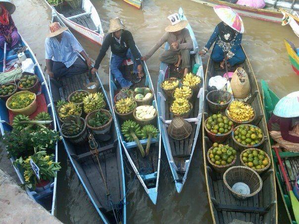 Pasar Terapung south borneo Indonesia
