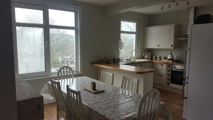 I love our new open plan kitchen diner. #oakmantel #farrowandball #howdenskitchen #familytime #countrykitchen #openplan #kitchen knock through