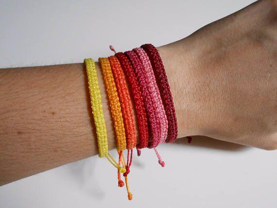 Pulsera amistad macrame surf multicolor tonos rojos unisex