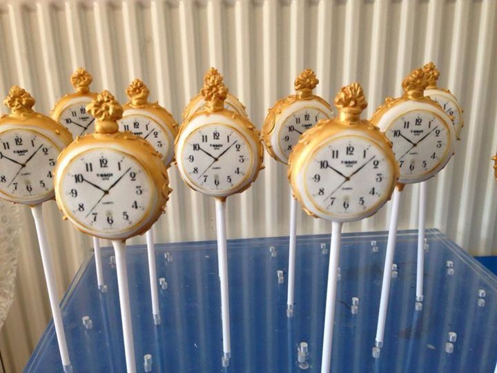 Alice in Wonderland cake pops/ pocket watch