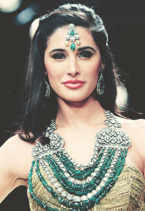 Omg Nargis, seriously, I wish i looked like her.