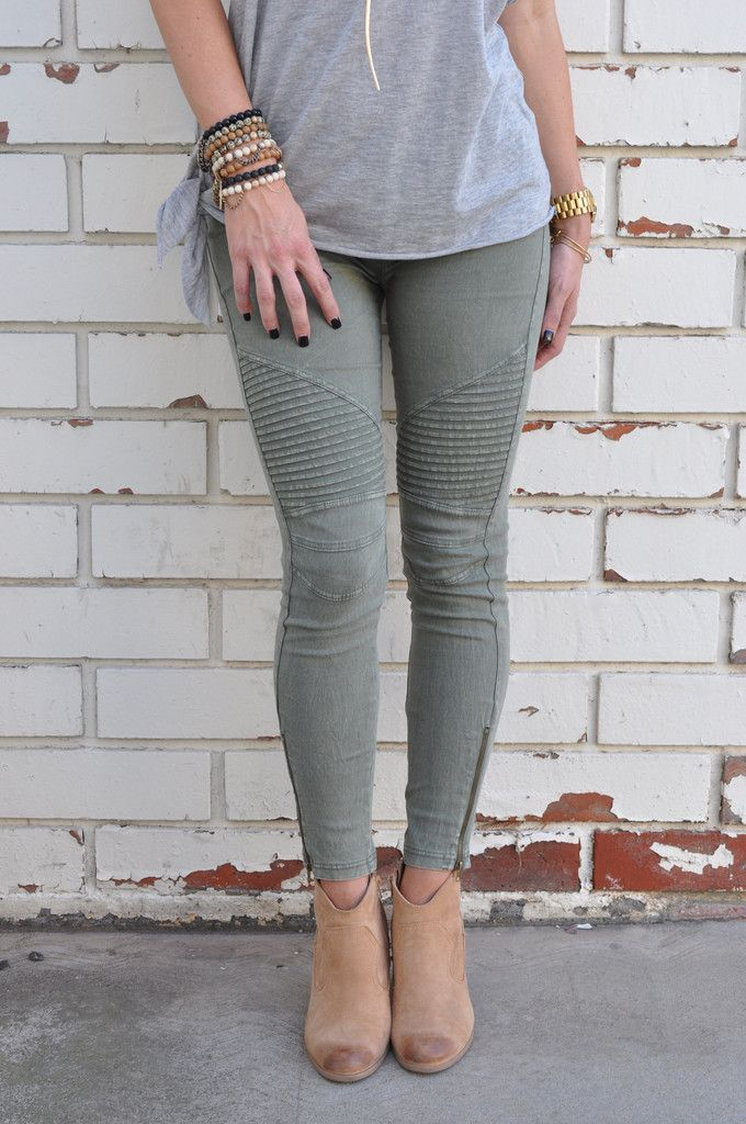 Guaranteed to be your new favorite pants! These not so basic jeggings feature a stonewash finish and ribbed detailing on the knee & thigh. These great fitting jeggings also have an ankle zipper and a wide elastic waistband. 97% Cotton | 3% Spandex Hand wash cold Model Stats: Height: 5'7, Bust: 34, Waist: 26, Hip: 36 | Wearing size Small