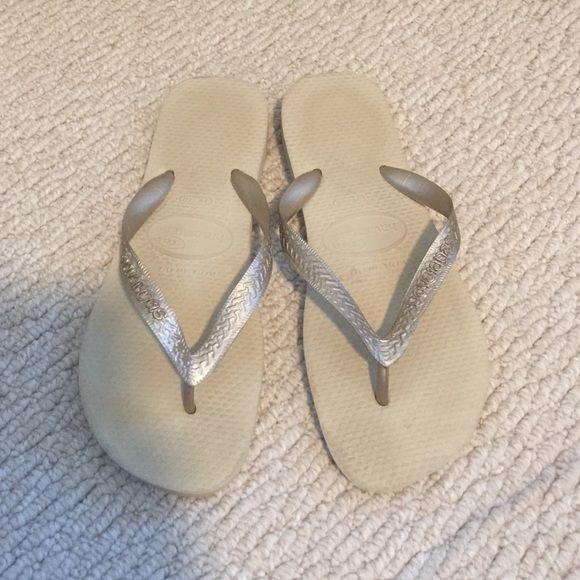 Havaianas Gold FlipFlops - size 39-40 Gold Havaianas flip flops - size 39-40 (9-10). Only worn a few times - little wear shown. Great condition. Havaianas Shoes Sandals