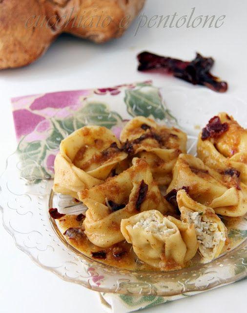 cappellacci alla coda di rospo con salsa al pane di Matera e peperoni cruschi