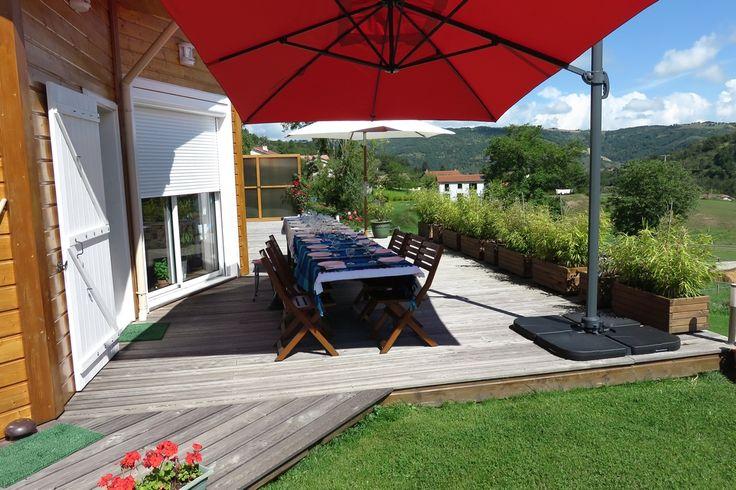 St Jean de Luz : parasol déporté 3x4m #parasol #déco #jardin http://www.alicesgarden.fr/parasol-tonnelle/parasol/parasol-deporte-rectangulaire-de-3x4m