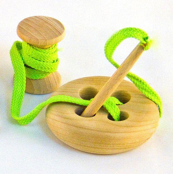 Botón de madera del cordón con carrete, juguete de Montessori, juguete educativo hecho a mano