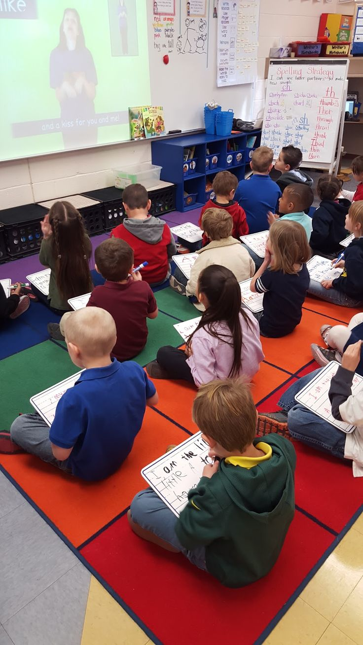 Last year I saw a great post from Heidi at Heidi Songs about using her sight word videos with white boards. It was a big hit with my kiddo...