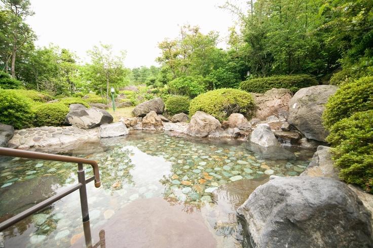 露天風呂の庭を眺めながらの入浴は最高です。