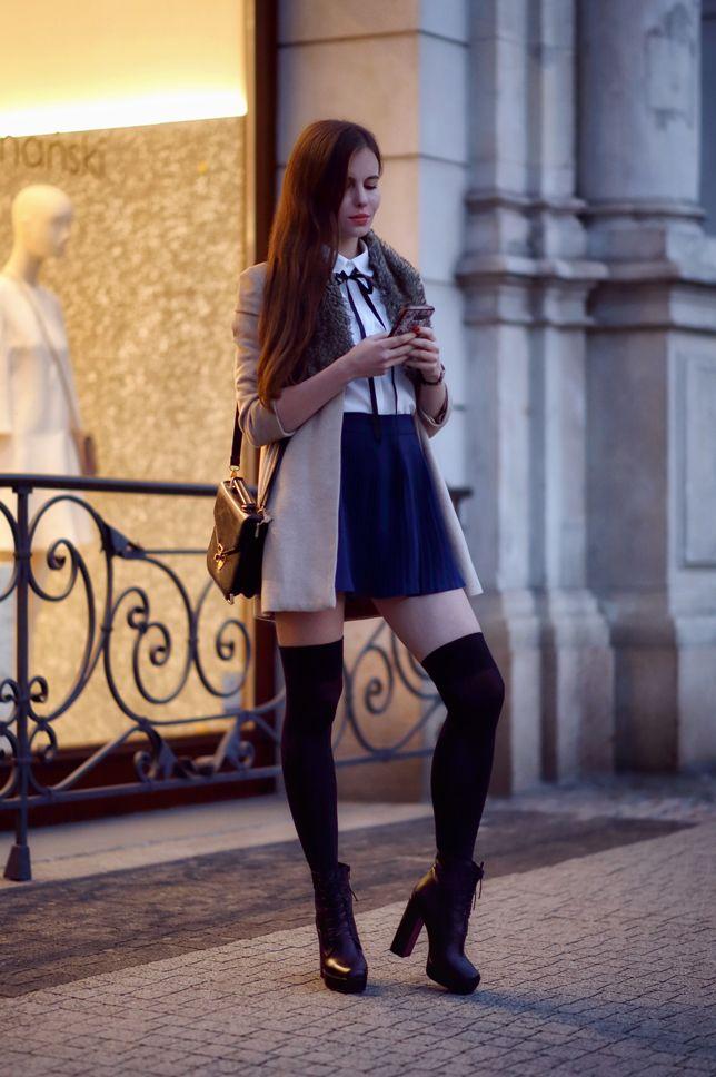 Bezowy Plaszcz Biala Koszula Z Kokarda Zakolanowki I Czarne Botki Na Slupku Ari Maj Personal Blog By Ariadna In 2021 Pantyhose Outfits Fashion Outfits