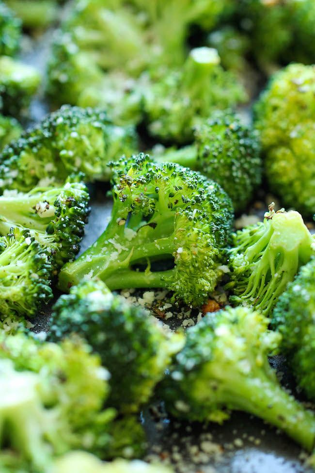 Garlic Parmesan Roasted Broccoli - all you really need is parmesan and garlic to make anything tasty