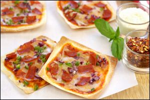 Mini Thin-Crust Pizzas Ingredients: 1/4 cup finely chopped bell pepper 1/4 cup finely chopped red onion 12 small square wonton wrappers 1/2 cup pizza sauce 2/3 cup shredded part-skim mozzarella cheese 12 slices turkey pepperoni, chopped