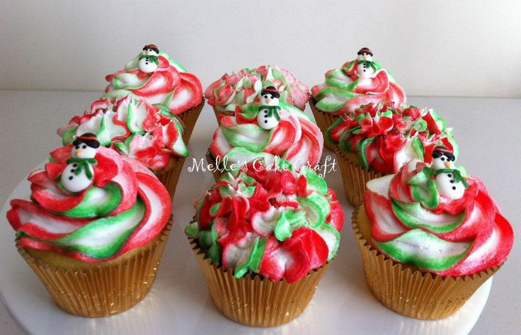 Christmas Cupcakes by Melle's Cake Craft, Perth, Western Australia. You'll find this Cake Appreciation Society Member in our Directory at www.cakeappreciationsociety.com