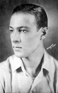 Rudolph Valentino, acteur américain (06/05/1895-23 août 1926).