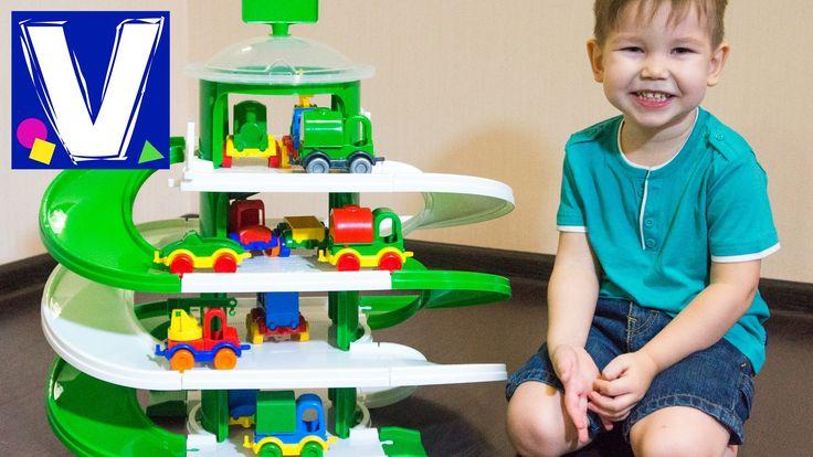 У наших игрушечных машинок появился большой паркинг - 4 уровня с 2-мя винтовыми дорогами. В таком гараже помещается 8 машинок. А можно устраивать соревновани...