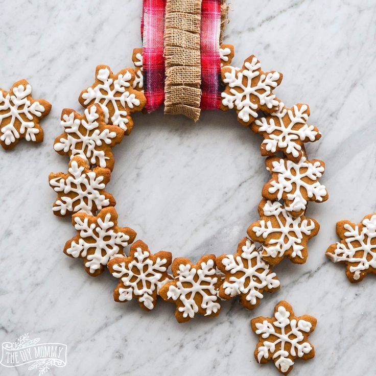 Make an Edible Gingerbread Cookie Wreath | The DIY Mommy