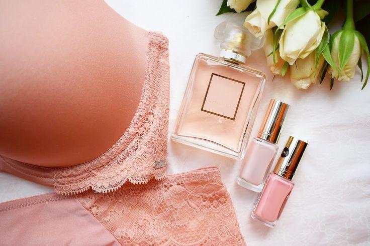 Forårets smukkeste lingerie fra Hunkemöller på bloggen nu! #hunkemöller #lingerie #peach #chanel #pastel #nailpolish #pinknails #spring #roses