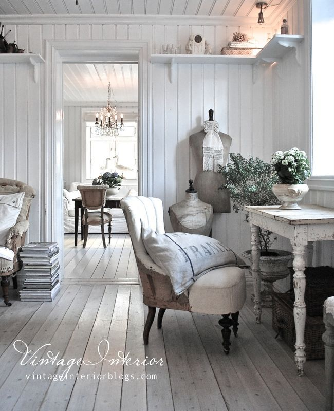 Jeanne d'Arc Living - French style with Nordic palette table legs, high open shelves, mercury glass, materials